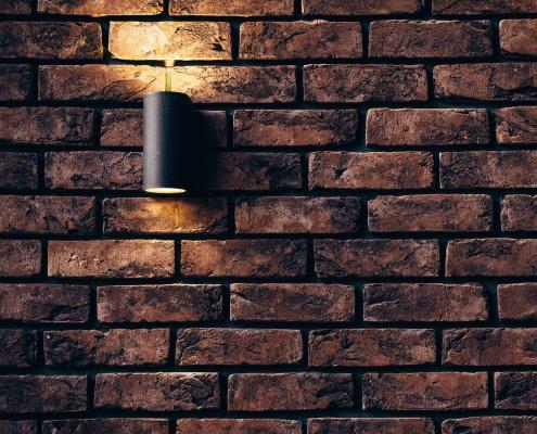 Außenlampe an Hauswand